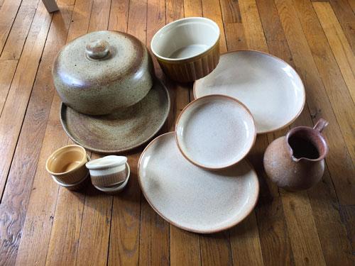 Service de table et ustensiles en grès artisanal
